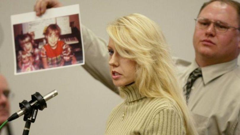A irmã de Debra Estes, vítima do Assassino do Rio Verde, falou durante o julgamente de Gary Ridgway pelos crimes