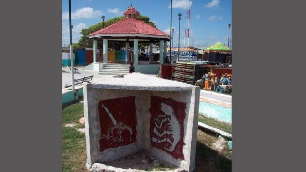 Monumento en la plaza de Chicxulub Puerto