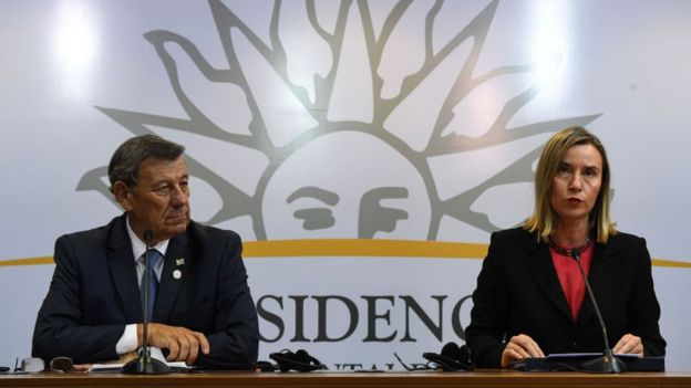 Rodolfo Nin Novoa y Federica Mogherini.