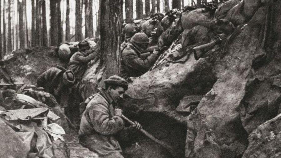 Trincheras e soldados durante a Primeira Guerra Mundial.