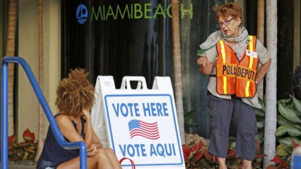 Cartaz em Miami; advogado que atende na cidade diz que muitos brasileiros querem se legalizar