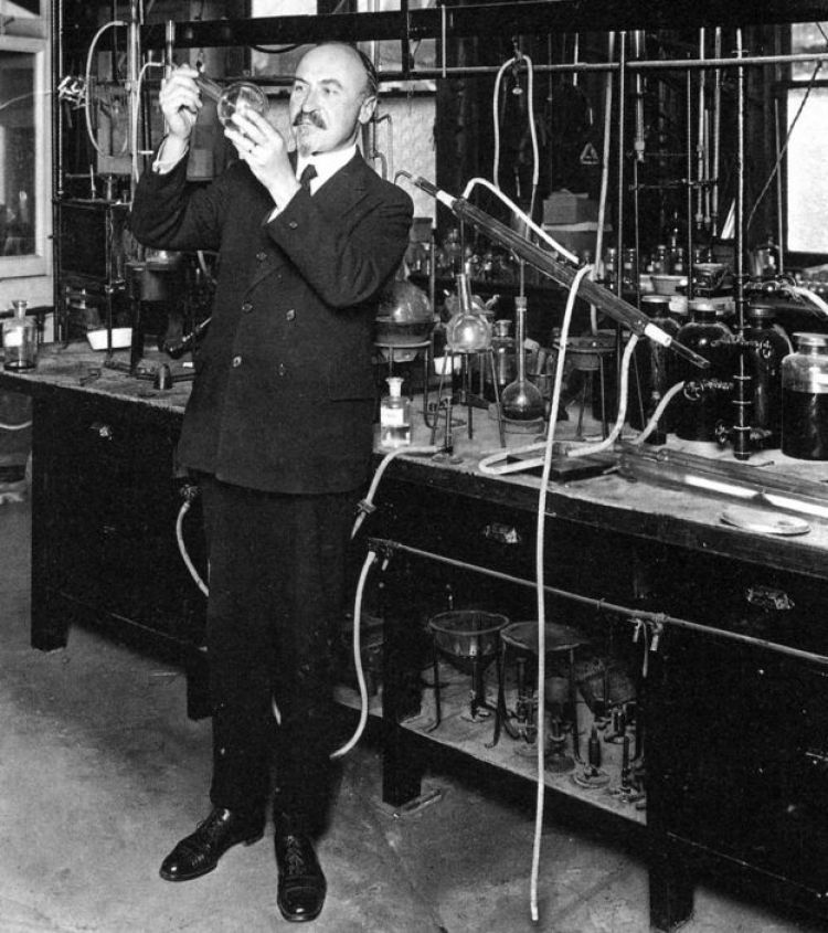 Leo Baekeland nel suo laboratorio