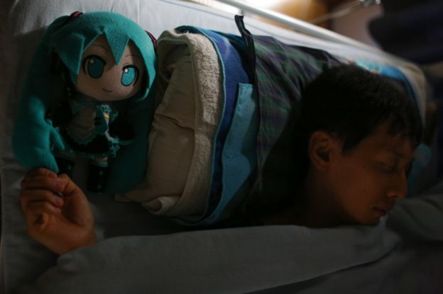 Akihiko asleep with Miku