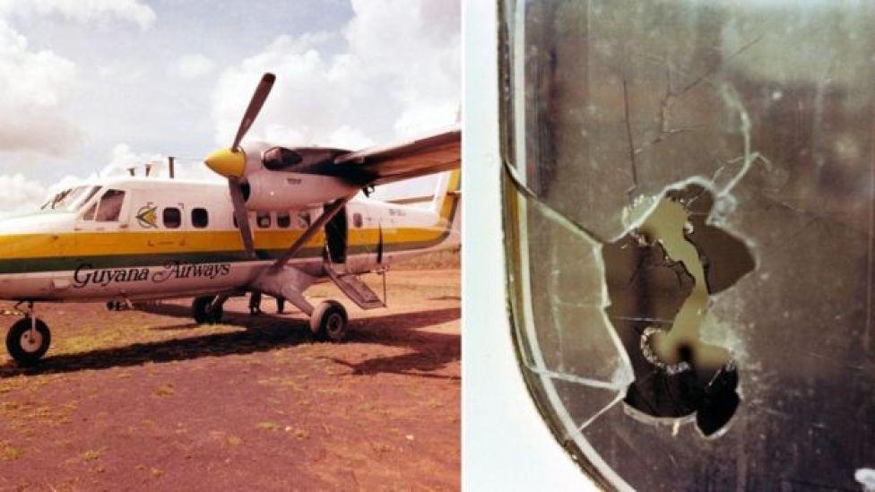 Fotografía del avión tiroteado y de una ventanilla con un disparo.