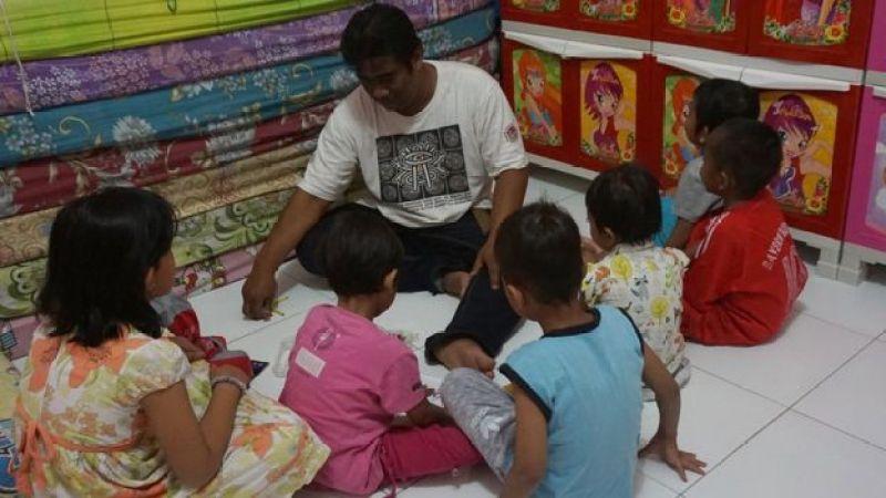 Anak-anak yang menderita HIV/Aids di rumah tampung satu-satunya di Indonesia yang terletak di Solo.