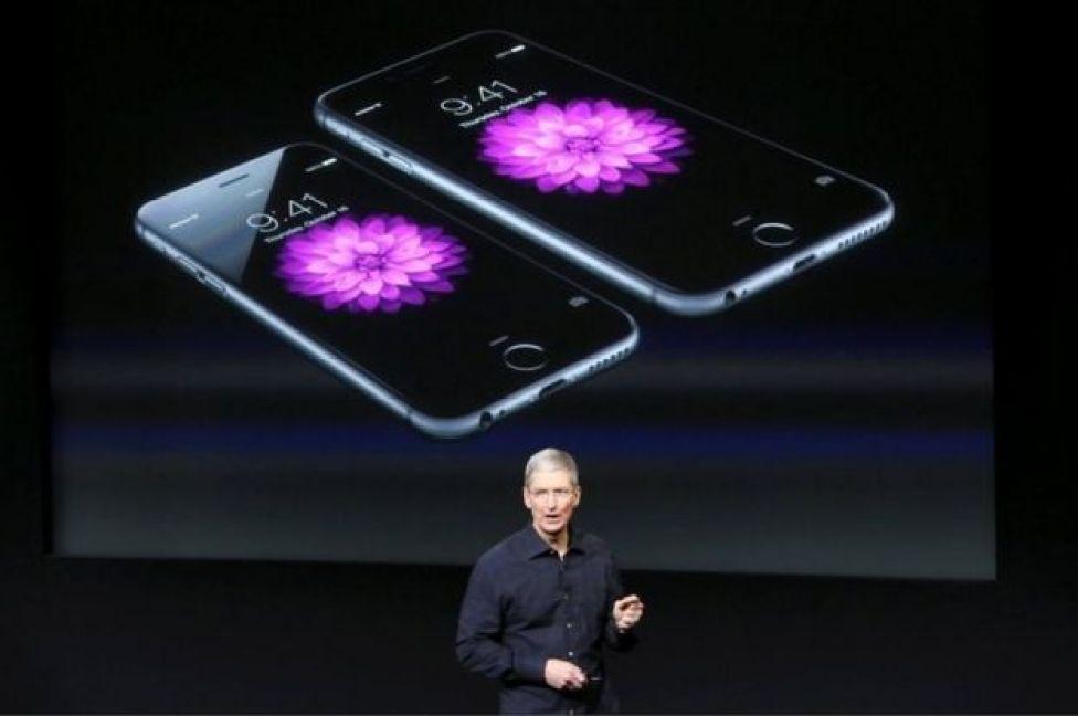 Tim Cook en una presentación de iPhone en 2014.