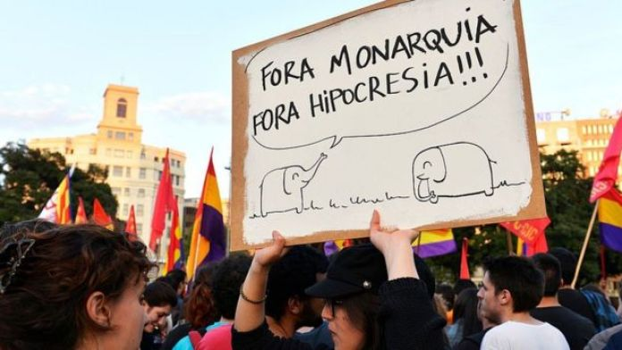 A protester calls for King Juan Carlos to resign