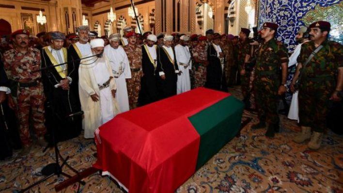 حضر السلطان الجديد مراسم تشييع جنازة السلطان قابوس