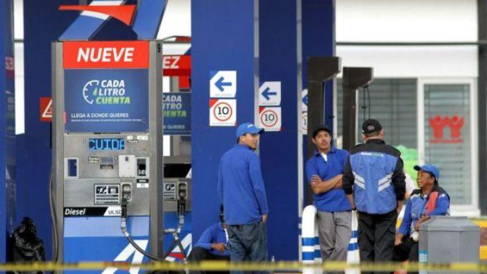 La estrategia contra el robo de combustible causó desabasto en una docena de países.
