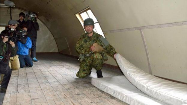 An SDF members shows the mattress where Yamato Tanooka had been sleeping (3 June 2016)