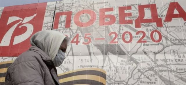 """A poster in Moscow reads """"Victory 1945-2020"""""""