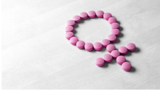 Pílulas formam símbulo feminino
