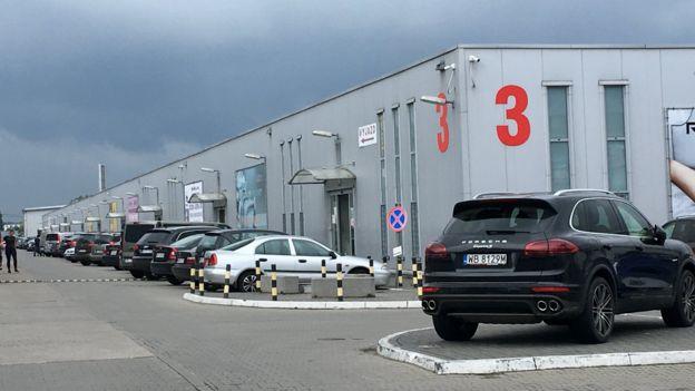 Một trung tâm buôn bán tại Warsaw do một tổ hợp người Việt làm chủ