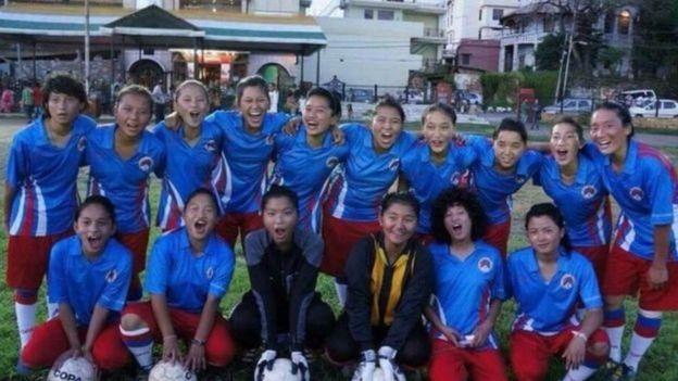 Đội bóng nữ muốn được đến một nước mở cửa cho người Tây Tạng.