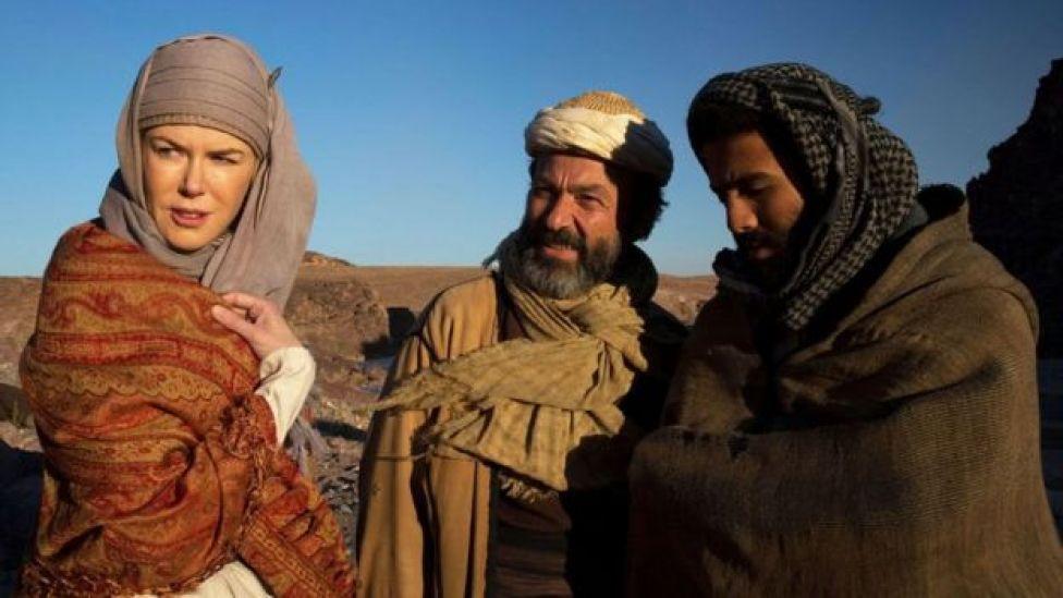 Jay cabdo (dhexda) wuxuu la jilay Nicole Kidman filimka Queen of the Desert