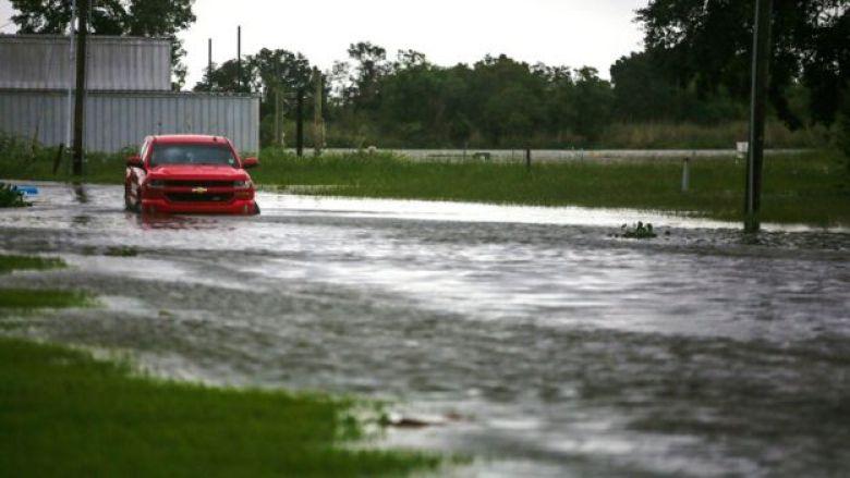 Un carro inundado en Luisiana.