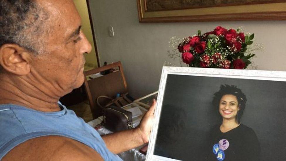 Pai de Marielle com o retrato da filha: 'Ela desabrochou com a idade', diz ele
