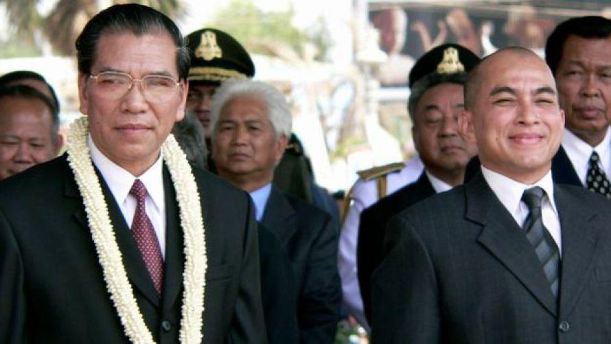 Tổng Bí thư Nông Đức Mạnh thăm Campuchia, với sự tiếp đón của Quốc vương Norodom Sihamoni ngày 28/3/2005
