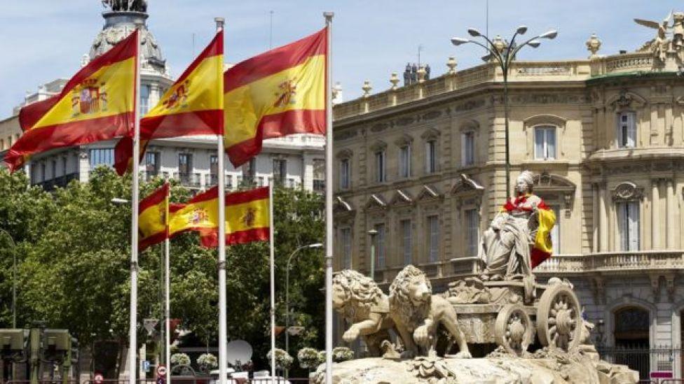 Cibeles con banderas españolas