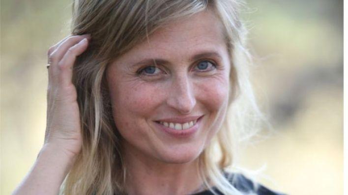 جوانا شرودر تقول إن ابنها تعرض لمواد متطرفة عبر الإنترنت