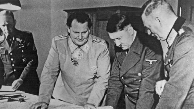 Hitler junto a otros mandos nazis, en una imagen de 1942.