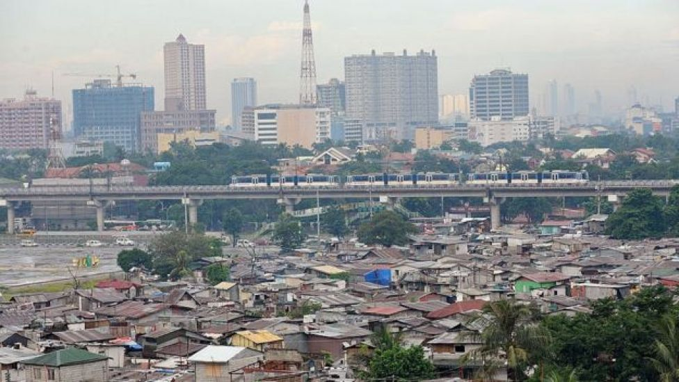 Buildings and shanty towns in Quezon City