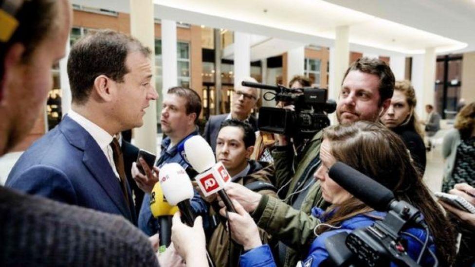 نائب رئيس الوزراء الهولندي في لقاء مع وسائل الإعلام بشأن الأزمة مع تركيا