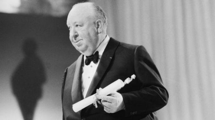 Alfred Hitchcock recibiendo un premio Bafta.