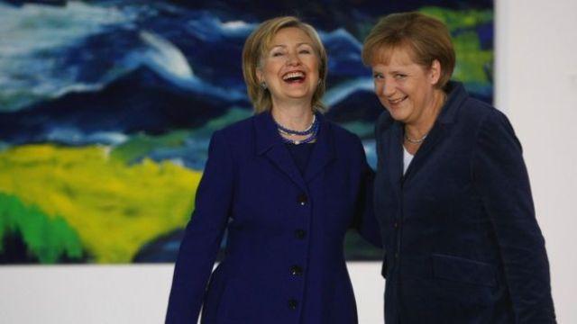 Sawirka Hillary Clinton iyo Angela Merkel oo dumar ku dhiirageliyay in ay si wanaagsan u hadlaan