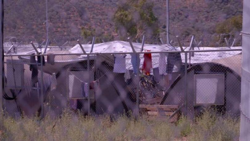 Barracos e roupas estendidas no campo de refugiados de Moria, em Lesbos, Grécia