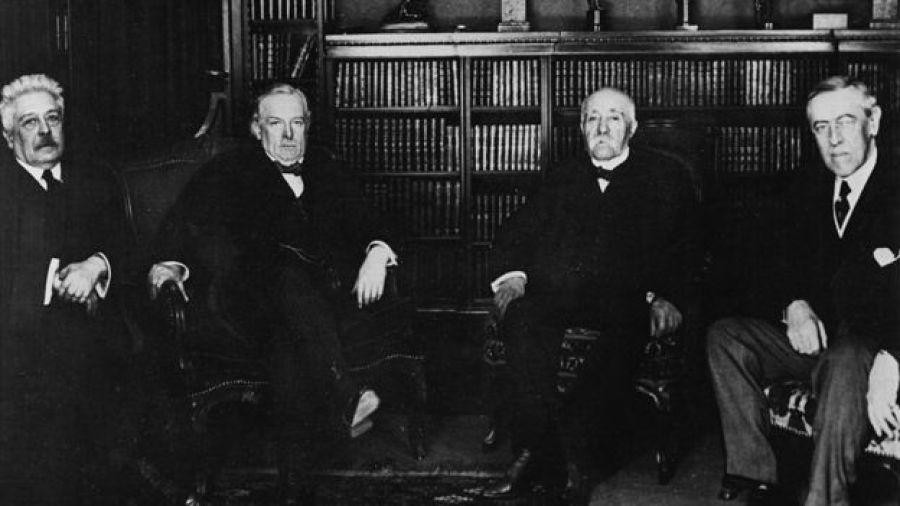 Vittorio Orlando de Italia, Lloyd George de Gran Bretaña, Georges Clemenceau de Francia e Woodwrow Wilson de Estados Unidos.