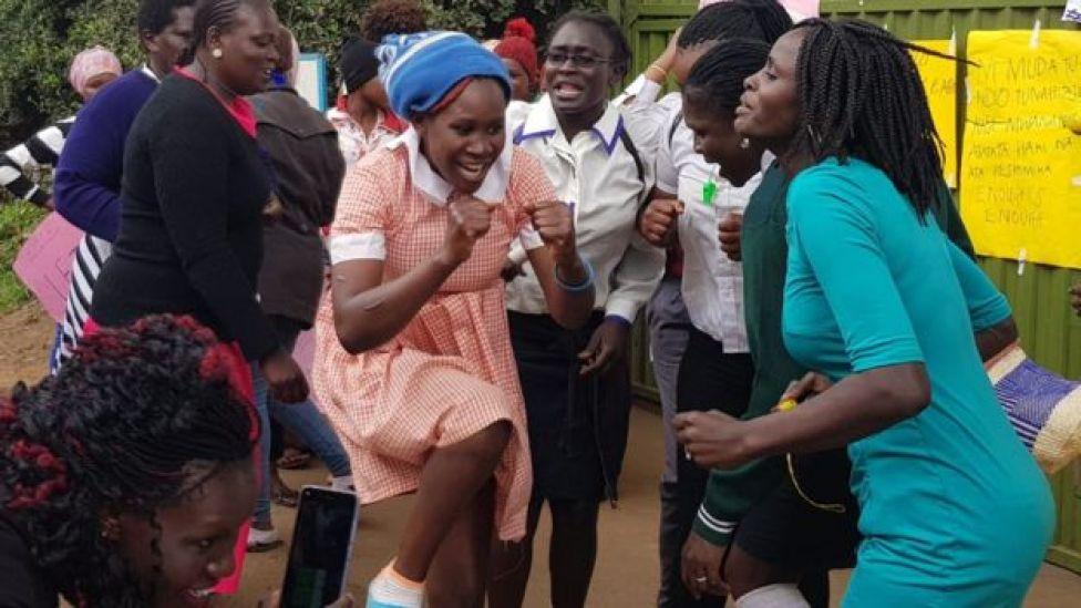 Maandamano yamefanyika mjini Nairobi siku ya Jumatatu kulalamika kuhusu tuhuma za ubakaji katika shule ya Moi Girls Nairobi