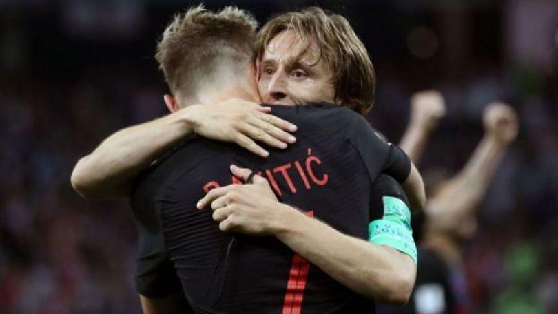 Luka Modric e Ivan Rakitic comemorando vitória contra a Inglaterra, chegando à final da Copa da Rússia