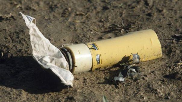 Una minibomba en el suelo cerca de la ciudad de Herat, en Afganistán