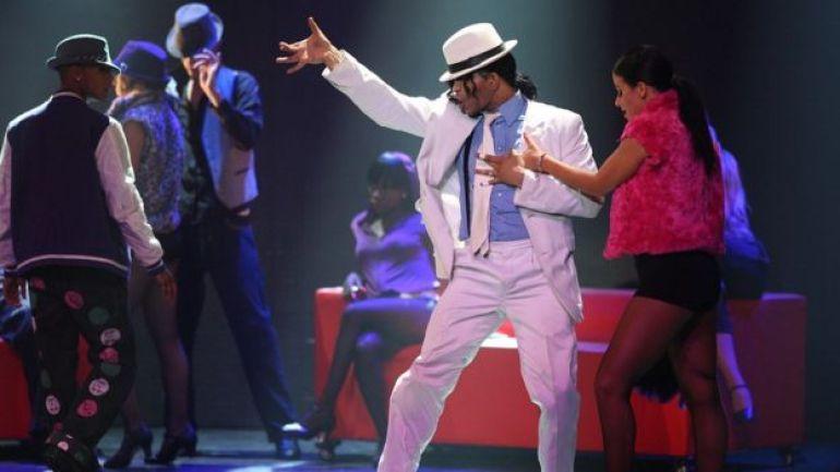 Uno de los actores del musical Thriller Live