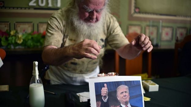 Brujo le pone un hechizo a Trump