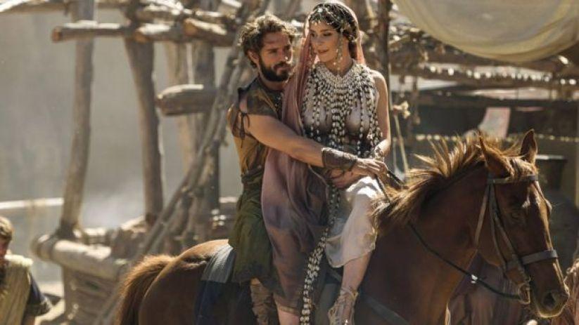 """Helena y Paris interpretados en """"Troya, la caída de una ciudad"""" producido por la BBC y Netflix. (Foto: BBC/Wild Mercury)"""
