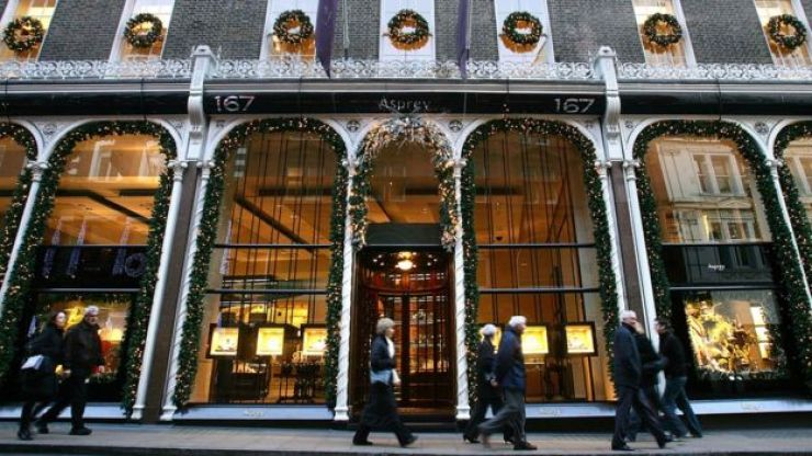 Decoração de Natal em lojas da Bond Street, em Londres