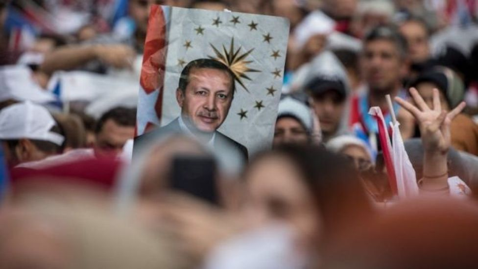 Madaxweyne Erdogan ayaa ugu baaqay taageerayaashiisa in cashar loo dhigo mucaaradka