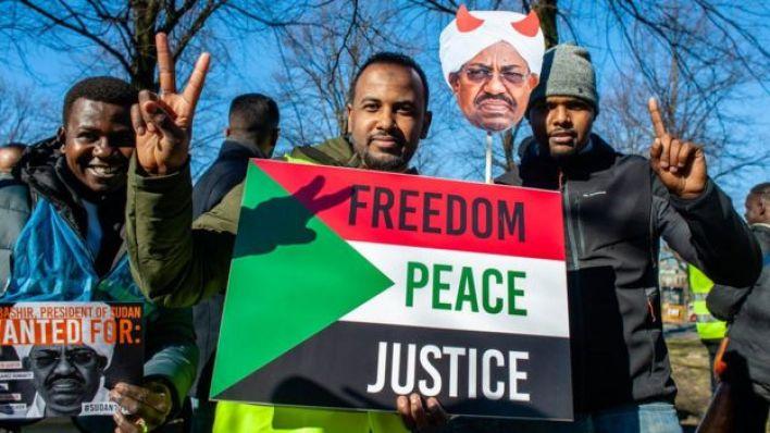 البشير واجه الاحتجاجات بإعلان حالة الطوارئ