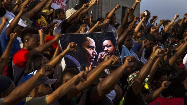 Numerosas protestas de la comunidad negra se sucedieron tras la muerte de Alton Sterling, que también fue captada por un video de un teléfono móvil.