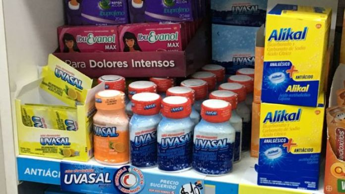 Medicamentos para la indigestión en una farmacia en Argentina