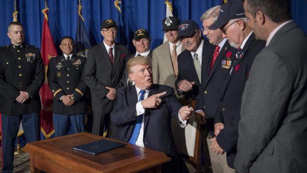 Ông Trump gặp cựu binh Mỹ bên lề hội nghị Apec ở Đà Nẵng ngày 10/11/2017