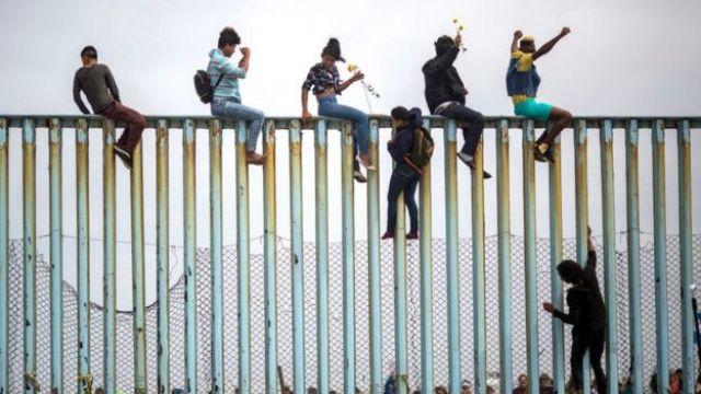Muro de frontera sur de Estados Unidos con México.