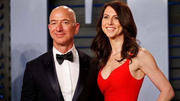 Jeff Bezos y su esposa MacKenzie Bezos.