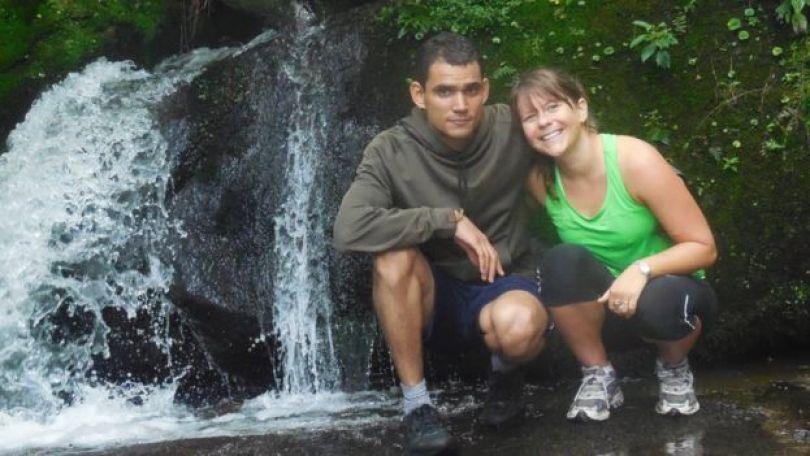 Clayton Fagner e Cassia Roth durante uma viagem em 2014
