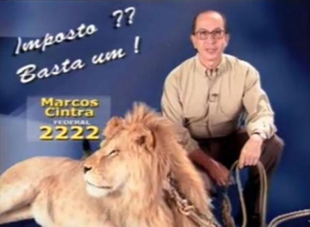 Marcos Cintra com um leão no horário eleitoral de 1998