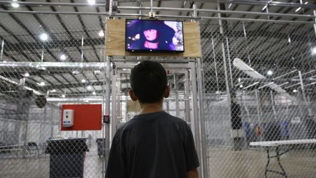 Un menor en un centro de detención.