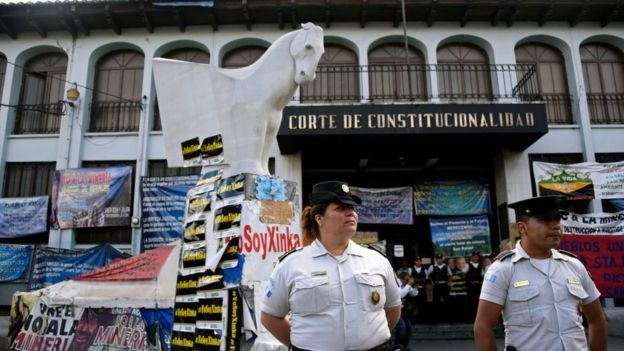 Foto del exterior de la Corte Constitucional de Guatemala.