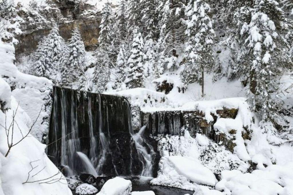 Río congelado en Siberia
